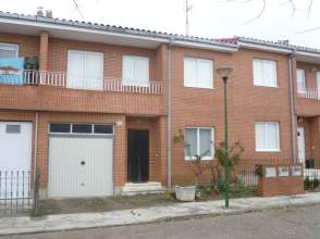 Casa pareada en venta en calle los Robles