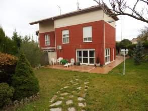 Casa adosada en venta en calle San Pedro Cardeña