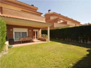 Casa pareada en venta en calle Serra Llaveria