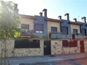 Casa adosada en venta en calle Abaromendi
