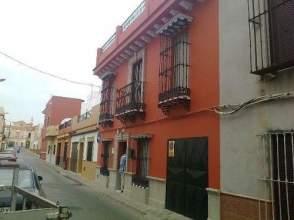 Casa adosada en venta en calle Martinez Montañes, nº 16