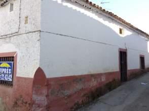 Casa adosada en venta en Madroñera