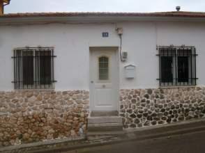 Casa adosada en alquiler en calle Pozo de La Nieve, nº 14, Campo Real por 350 € /mes