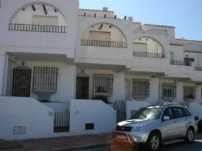 Casa adosada en alquiler en La Perla de Andalucía