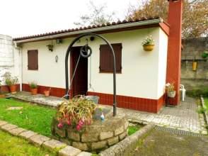 Casa en venta en Fin de Semana en Finca Urbana de 680M² en Oleiros
