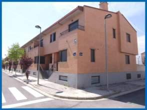 Casa adosada en alquiler en calle Sierra de Alcubierre, nº 2