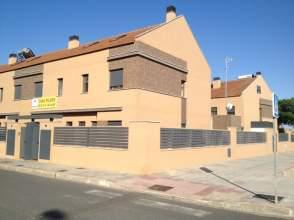 Casa adosada en venta en calle Maria Zamerano, S N