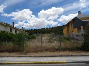 Terreno en venta en calle Rododendro