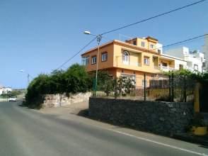 Casa adosada en venta en calle Alcalde Pedro Moreno, nº 76