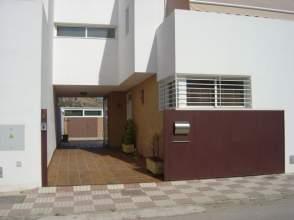 Casa adosada en venta en Avenida Luciano Maldonado, nº 8