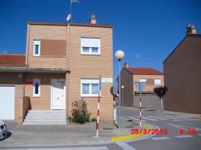 Casa adosada en venta en calle Bardenas Reales, nº 10