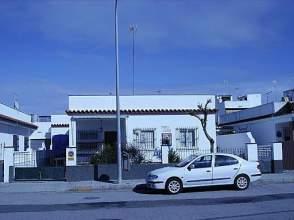 Casa adosada en alquiler en Avenida Esturion, nº 27