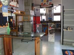 Local comercial en alquiler en calle los Telares, Avilés por 2.000 € /mes