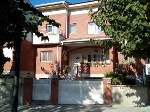 Casa adosada en alquiler en calle Cami de Can Riera, nº 10