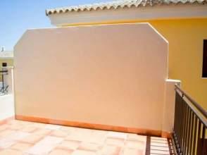 Casa adosada en alquiler en calle Buganvilla,  25, Mairena del Alcor por 395 € /mes