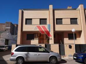 Xalet adossat a calle Francisco Montemayor Cerreño, nº 1