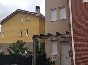 Casa adosada en calle Nogal