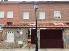 Casa pareada en calle Valdeciprian