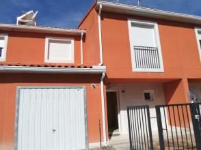 Casa pareada en calle calle Genaro Muñoz