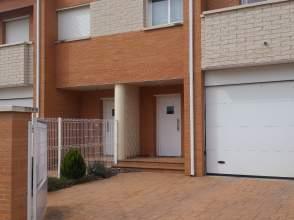 Casa adosada en calle Escuelas