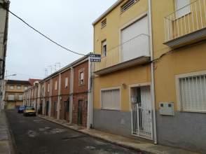 Casa adosada en calle País Valenciano, nº 23