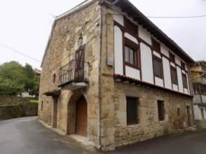 Casa en Avenida Villasuso de Anievas