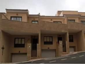 Casa adosada en calle Hoya de Arcos,  17