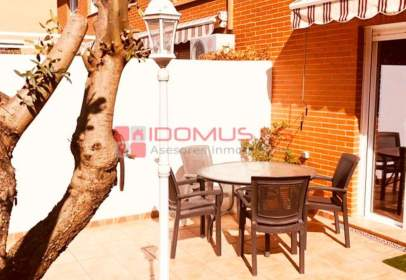 Casa aparellada a calle de Miguel Ángel Asturias