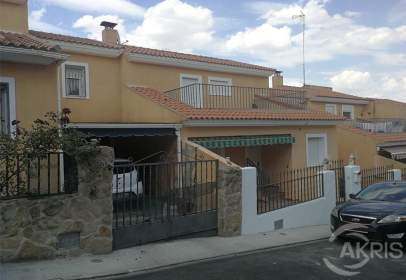 Terraced house in Yeles