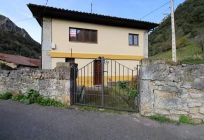 Casa adosada en calle Caranga de Arriba, nº 30