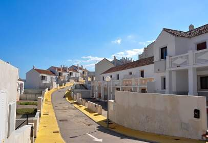 Casa adosada en Urbanización Doña Julia, nº 9