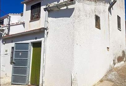 Casa aparellada a Avenida Olivo