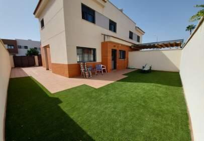 Casa aparellada a Zona Plazas El Arenal-La Pólvora