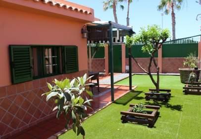 Casa en calle Cesar Manrique