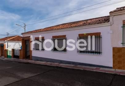 Casa en Villaluenga de La Sagra