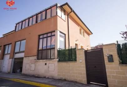 Casa aparellada a calle Cuadrada