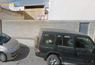 Terreno en calle del Cocotero