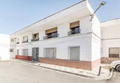 Piso en calle de Granada, 6