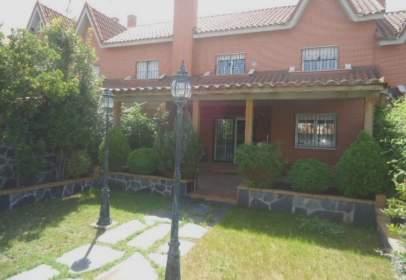 Casa adosada en Plaza de la Malva