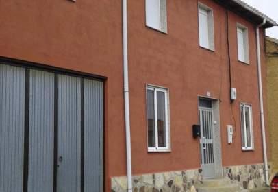 Casa adosada en Esla - Campos - Villabraz