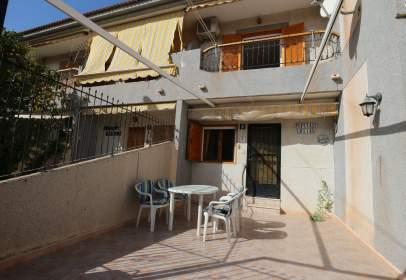Terraced house in calle del Río Loira, near Calle del Río Sena
