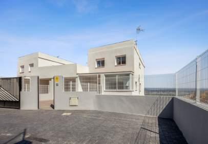 Casa adosada en Carrer Àngel Guimerà, nº 45