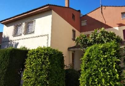 Casa aparellada a calle Ermita