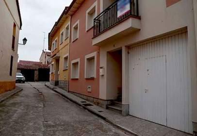 Terraced house in calle de la Iglesia, 8