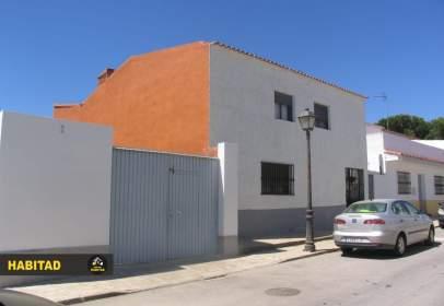 Casa adosada en calle Zafra, cerca de Plaza España