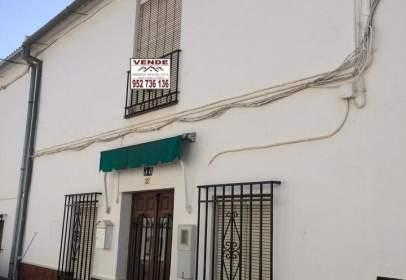 Casa adossada a calle de los Solíses