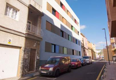 Flat in calle El Viento 5 y C/ El Chorro,  14-16