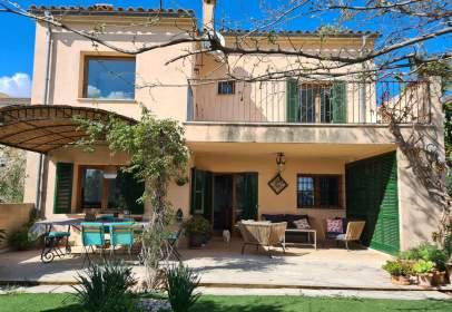 Rustic house in Carrer de Sor Maria dels Dolors, 26