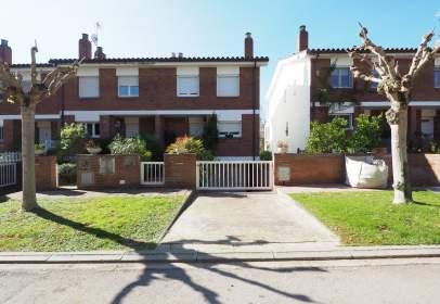 Casa adosada en Carrer de la Terrera, nº 40