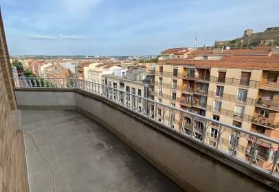 Pis a Avinguda Prat de la Riba, prop de Avinguda de l' Alcalde Porqueres